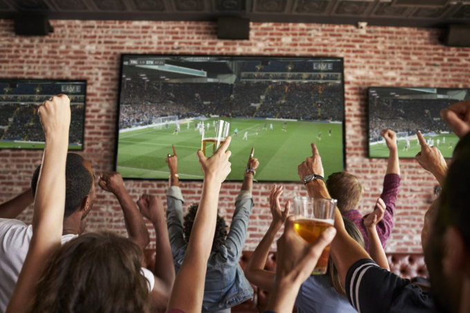 How to Enjoy Yourself in a Sports Bar